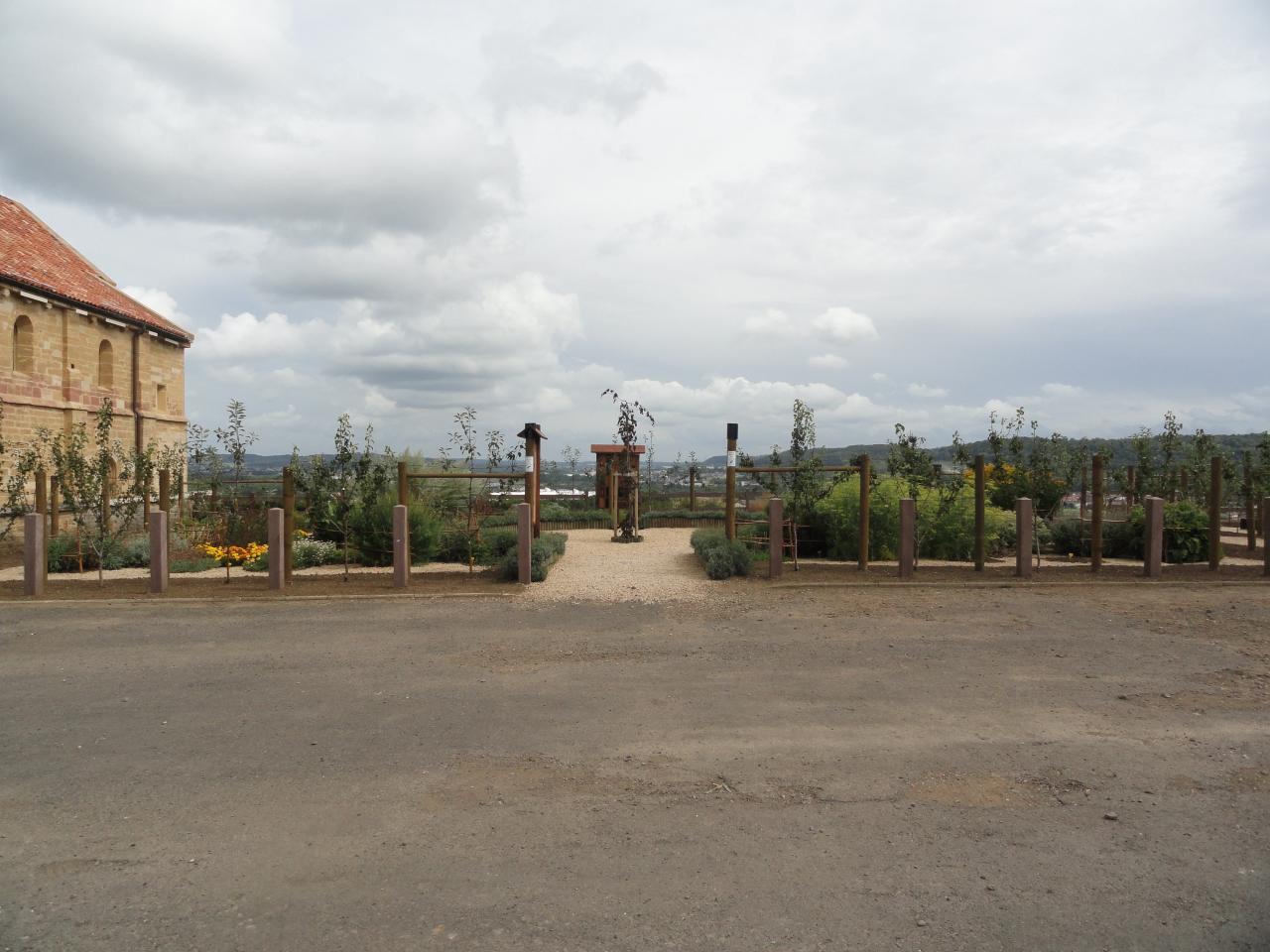 vue de l'entrée de l'herbalurius août 2012