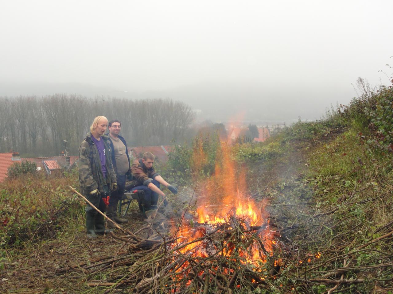 on brûle ensuite les branches