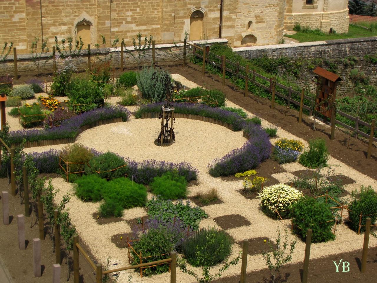 jardin herballlurius vu d'en haut.